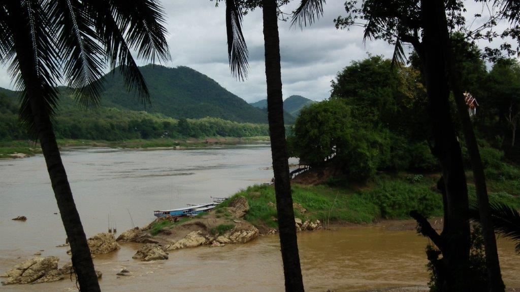 La rivière Nam Khan rejoint le grand fleuve mythique du Mékong