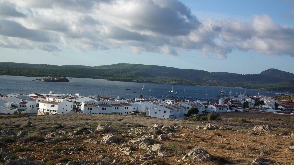 Minorque réputée pour ses plages, ses baies rocheuses aux eaux turquoise